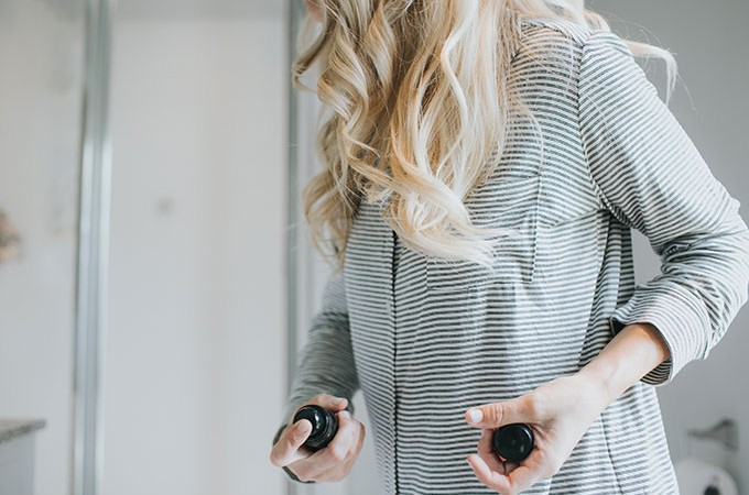 how to get big beach curls with oribe spray