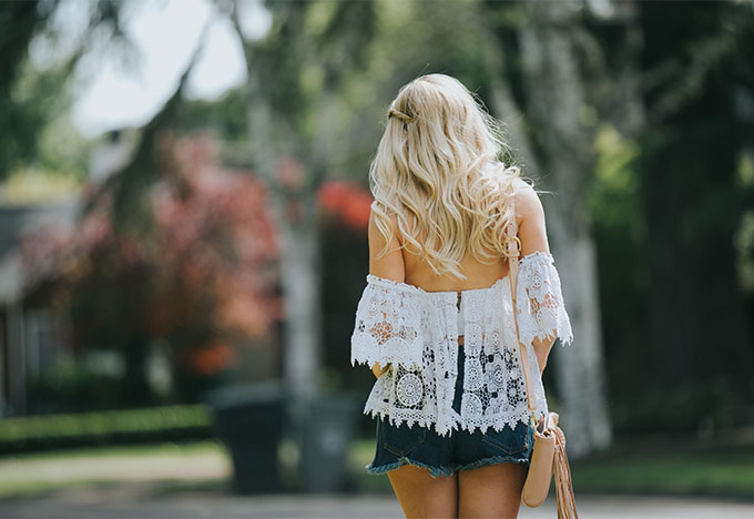white lace tularosa crop top with high waisted shorts
